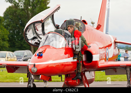 RAF Red Arrows Hawk pilot climbs out of his aircraft at Kemble Airport after the aerobatic display has ended. JMH6098 - Stock Photo