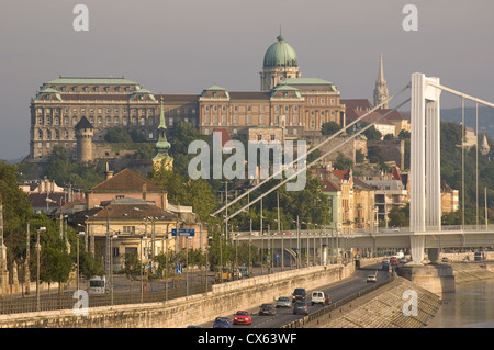 Elk190-1120 Hungary, Budapest, Buda, Castle Hill, Royal Palace, across Danube bridge - Stock Photo