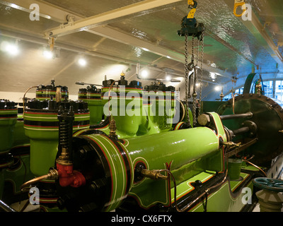 Hydraulic Lifting Systems inside the Engine Room of Tower Bridge, London, UK - Stock Photo
