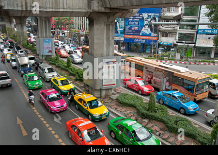 Skytrain Pathumwan Siam Square Bangkok traffic car - Stock Photo