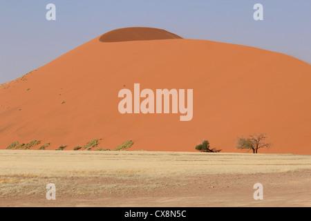 Sossusvlei sand dunes landscape in the Nanib desert near Sesriem (Dune 45), Namibia - Stock Photo