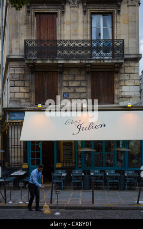 Restaurant in paris near jardin du luxembourg stock photo for Restaurant paris jardin