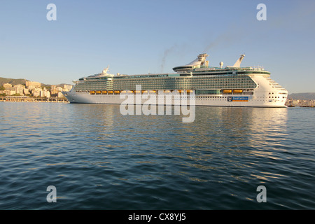 Royal Caribbean International Cruise Line 'Independence of the Seas' at early morning entering the Port of Palma - Stock Photo