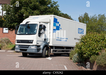 A supply vehicle leaves a GP surgery following a delivery. Part of the NHS - National Health Service - supply chain. - Stock Photo