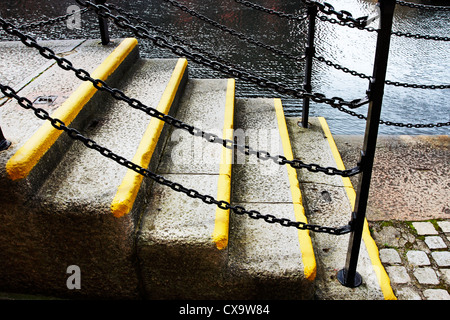 Well worn dockside steps at the Albert Dock complex in Liverpool, UK. - Stock Photo