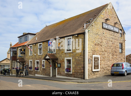 A traditional village pub in the small coastal village of Seahouses, Northumberland. - Stock Photo