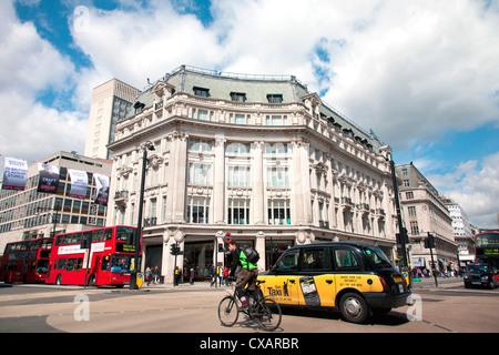Diagonal pedestrian crossing at Oxford Circus, London, England, United Kingdom, Europe - Stock Photo