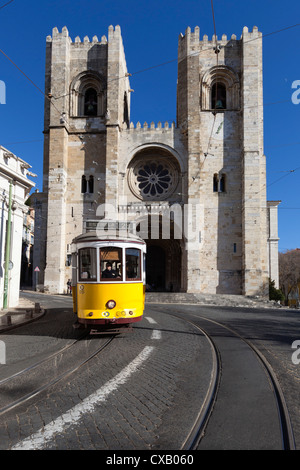 Se Cathedral and tram (electricos), Alfama, Lisbon, Portugal, Europe - Stock Photo