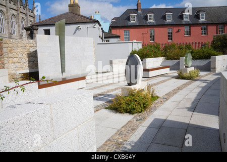 Dublin City Eire EU Garda Memorial Garden in Dubhlinn Gardens in memory of members of Irish Police Force killed - Stock Photo