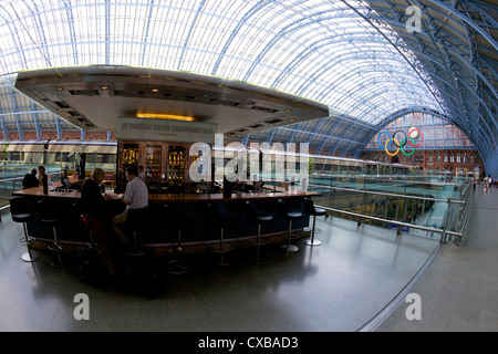 Grand Champagne Bar, Eurostar terminal at St. Pancras Railway Station, London, England, United Kingdom, Europe - Stock Photo