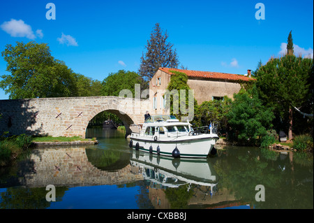 Navigation on the Canal du Midi, between Carcassonne and Beziers, Pigasse, Aude, Languedoc Roussillon, France - Stock Photo