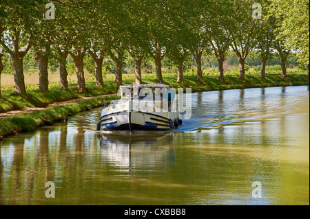 Navigation on the Canal du Midi, UNESCO World Heritage Site, between Carcassonne and Beziers, Aude, Languedoc Roussillon, - Stock Photo