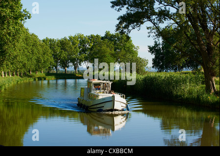 Navigation on the Canal du Midi between Carcassone and Beziers, UNESCO World Heritage Site, Aude, Languedoc Roussillon, - Stock Photo