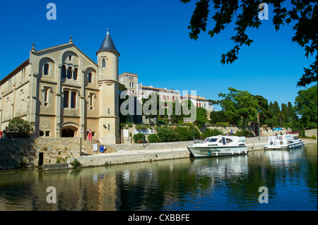 The castle of Ventenac-en-Minervois, Navigation on the Canal du Midi, Aude, Languedoc Roussillon, France - Stock Photo
