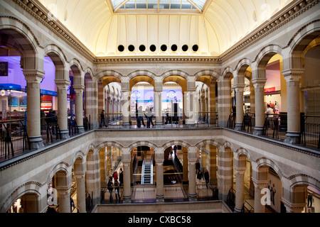 interior of magna plaza shopping centre, former central post, Innenarchitektur ideen