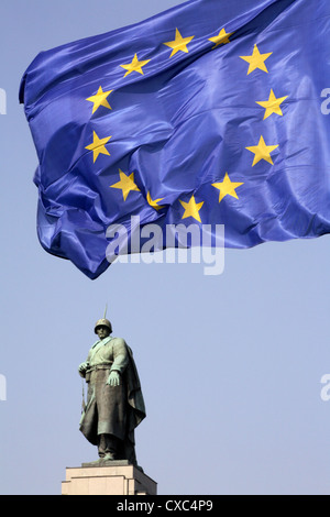 Berlin, European flag and the Soviet Memorial - Stock Photo