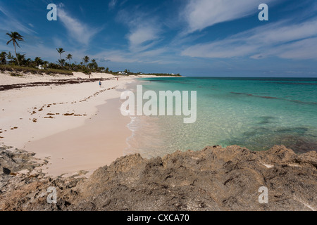 Elbow Cay Beach a Abaco Jewel. Inviting water and a huge expanse of soft sand await visitors to this remote out - Stock Photo