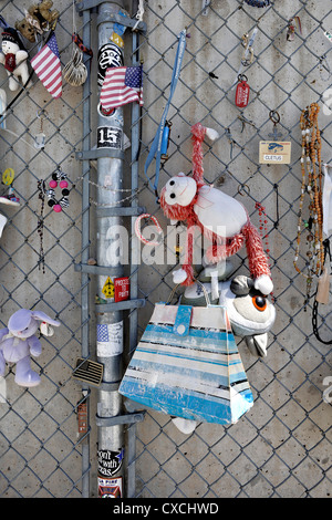 Personal tributes to Oklahoma Bombing victims, on the fence outside the Memorial site - Stock Photo