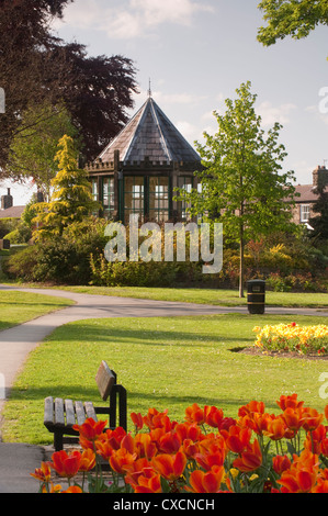 Beautiful, landscaped village park with colourful flowerbeds, neat lawn & historic gazebo (Round House) - Grange - Stock Photo