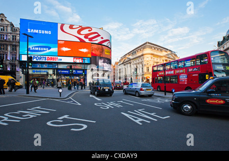 UK, London, traffic in Piccadilly Circus - Stock Photo