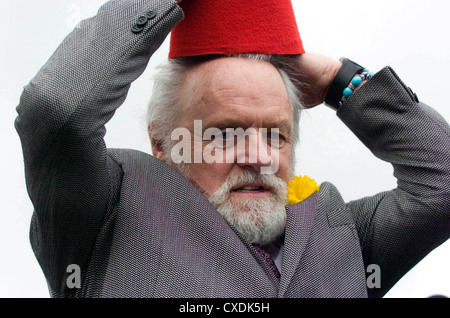 Sir Anthony Hopkins returns to his native Wales to unveil a bronze statue of the late comedian Tommy Cooper in Caerphilly, - Stock Photo