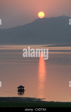 Sunset, Ayeyarwaddy River, Bagan (Pagan), Myanmar (Burma), Asia - Stock Photo