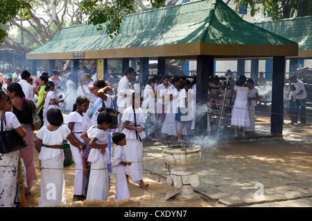 Buddhist pilgrims, Sri Maha Bodhi, sacred bodhi tree planted in 249 BC Unesco World Heritage Site, Anuradhapura, - Stock Photo