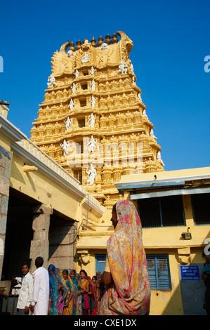 Pilgrim, Sri Chamundeswari temple, Chamundi Hill, Mysore, Karnataka, India, Asia - Stock Photo