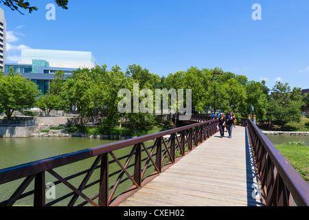 Footbridge in Gene Leahy Mall (also known as Central Park), Omaha, Nebraska, USA - Stock Photo