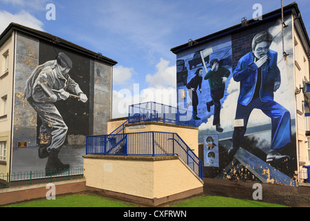 Street scene with Murals painted on side of a house as part of people's gallery by Bogside artists in Derry Co Londonderry - Stock Photo