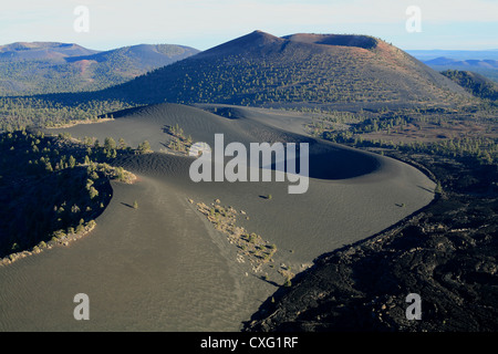 BLACK CINDER CONES IN THE SAN FRANCISCO VOLCANIC FIELD Sunset Crater National Monument, near Flagstaff in Northern - Stock Photo