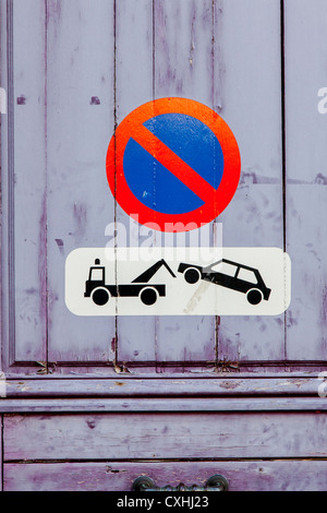 No parking vehicles will be towed sign in Chartres, Loire, France - Stock Photo