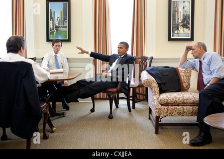 US President Barack Obama meets with senior advisors July 21, 2011 in the Chief of Staff's West Wing Office at the - Stock Photo