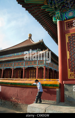 Young boy playing outside the Temple of Supreme Happiness in Beihai Park, Beijing - Stock Photo