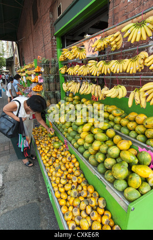 Elk284-1119v Hawaii, Oahu, Honolulu, Chinatown, woman shopping for fruit - Stock Photo
