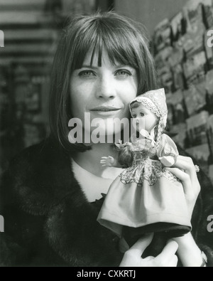 SANDIE SHAW UK pop singer in Holland in 1964 - Stock Photo