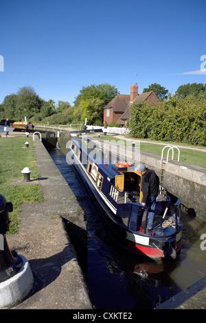 Narrowboat at Cape Locks, on the Grand Union Canal, Warwick, Warwickshire, UK, England, GB, British, English, inland, - Stock Photo