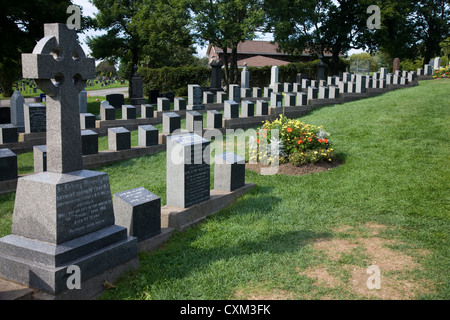 Graves of those killed in the Titanic disaster: Fairview Lawn Cemetery, Windsor Street, Halifax, Nova Scotia - Stock Photo