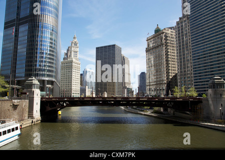 View east over Chicago River from State Street Bridge - Stock Photo