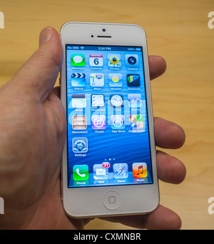 New York, NY, USA, Apple Store, Man's Hand Holding a New Iphone 5 Smart Phone, in Gra-nd Cen-tral - Station - Stock Photo