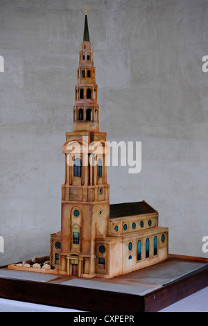 St. Bride's Church cake model, London, United Kingdom. Architect: John Robertson Architects, 2012. Cake model of - Stock Photo