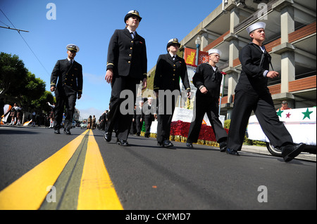 Sailors of the amphibious assault ship USS Makin Island (LHD 8) prepare to participate in the Italian Heritage Parade - Stock Photo