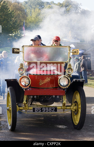 Stanley Steamer 30 HP Mountain Wagon 12-Plätzer being driven - Stock Photo