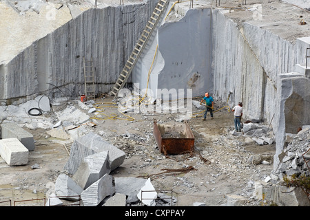 Two men work in a granite quarry, Rock of Ages Granite Quarry, Barre Vermont, USA - Stock Photo