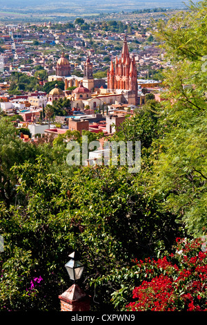 San Miguel de Allende's gothic spires of La Parroquia de San Miguel Arcangel (Church of St. Michael the Archangel) - Stock Photo