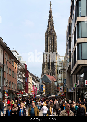 Shopping street in the inner city of Ulm, with Ulm Minster at the rear, Ulm, Baden-Wuerttemberg, Germany, Europe