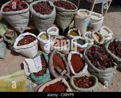Sarge bags of chili (Capsicum), dried, ground and whole pods, chili dealer, Uyghur cattle market, Sunday market, - Stock Photo