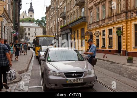 Police giving a traffic ticket, L'viv, Ukraine - Stock Photo