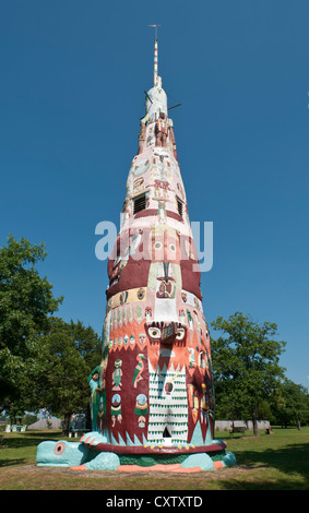 Oklahoma, Claremore, Totem Pole Park near Foyil, 90 by 18 foot totem pole monument to the American Indian - Stock Photo