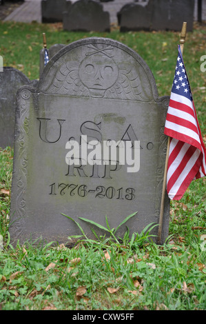 Old grave with USA 1776 - 2013 and R.I.P. engraved on tombstone - Stock Photo